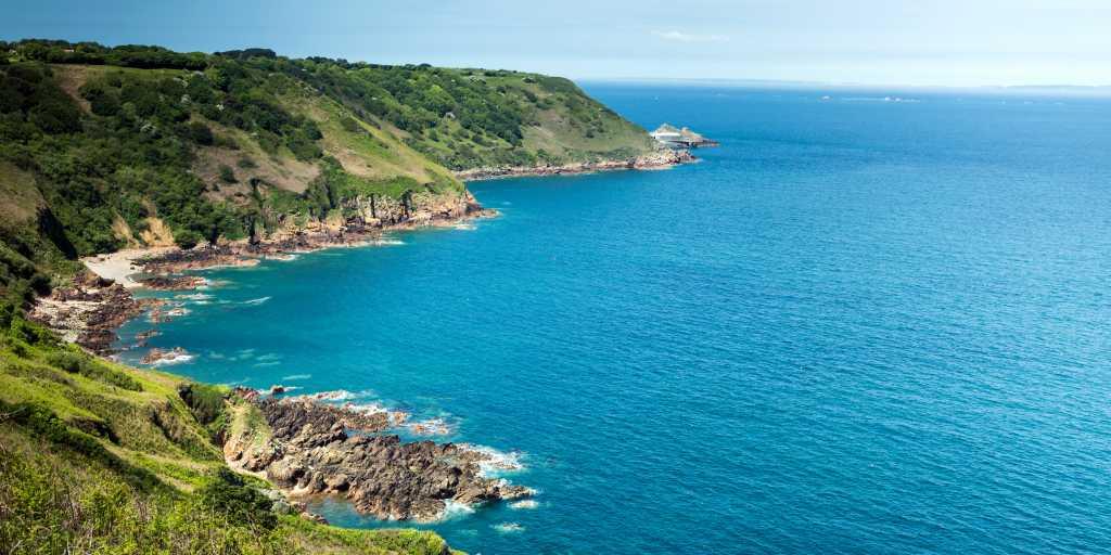 Wandern auf den Kanalinseln: Britische Eilande im Atlantik