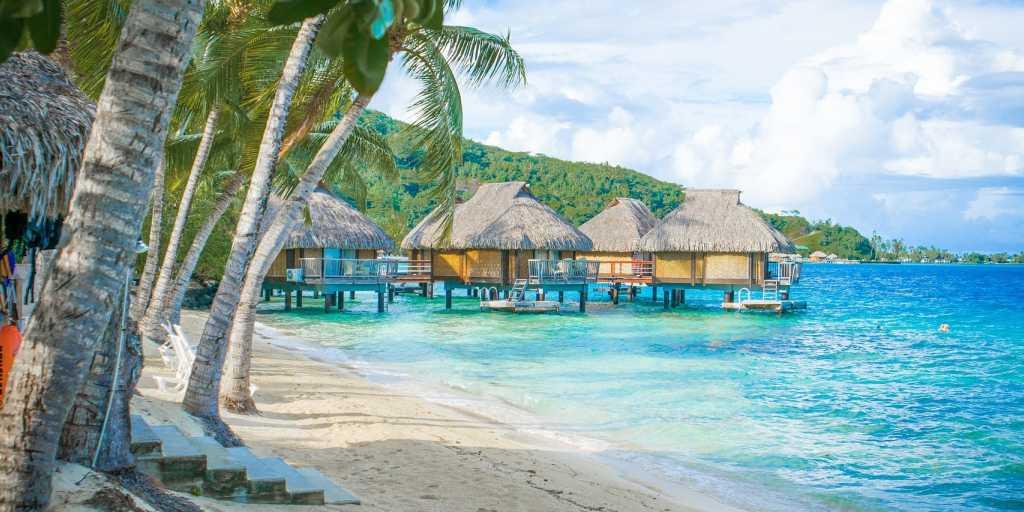 Wandern in Polynesien - einsame Traumstrände und ursprüngliche Bergregenwälder entdecken