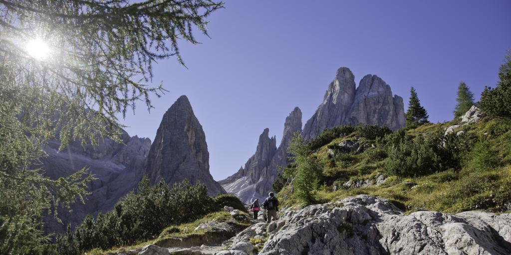 Zwischen Zinnen und Zirben – die Dolomiten von West nach Ost wandern