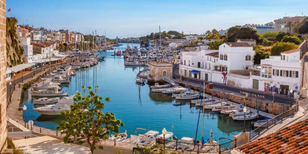 Traumbuchten & kulturelle Glanzlichter – Menorca wandernd erleben
