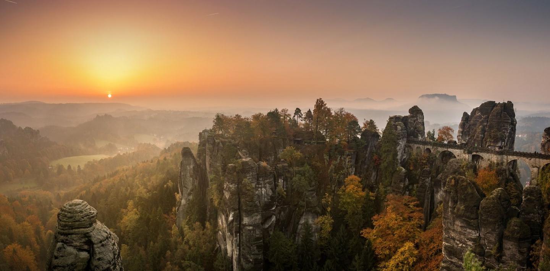 """Wandern in der Sächsischen Schweiz - """"Bergwelt"""" mit bizarren Felsenformationen"""