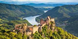 Wandern in Niederösterreich: Wald, Wein und Wiener Schmäh