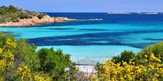 Wandern in Sardinien - Felsen, Strand und Berge