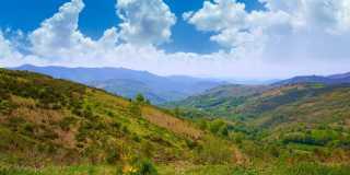Pilgerwandern auf dem Camino Francés von O'Cebreiro nach Santiago
