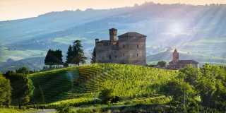Wandern im Piemont - Hügellandschaft und Weinanbaugebiet